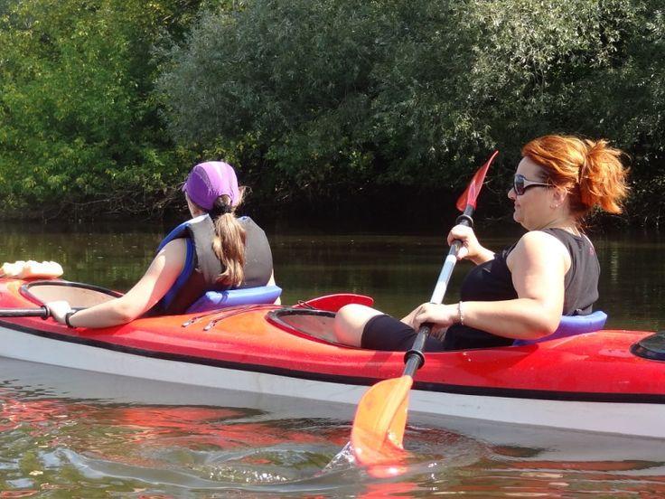 Na spływie kajakowym rzeką Bzurą