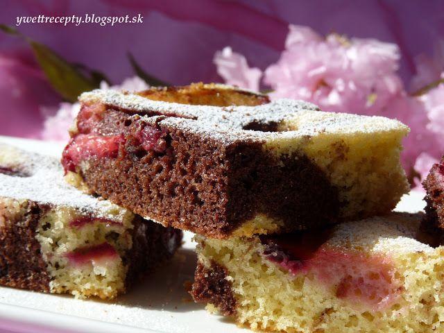 Je to klasický hrnčekový koláč a môžete ľubovoľne nakombinovať rôzne ovocie. Ja som dala mrazené slivky a neviem sa dočkať, keď už bude ...
