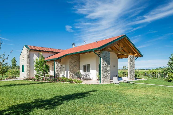 Case prefabbricate in legno realizzate da Woodbau Srl. Scopri i prezzi e i modelli pronti di case, ville e villini in legno, bungalow e condomini e richiedi Preventivo Online.