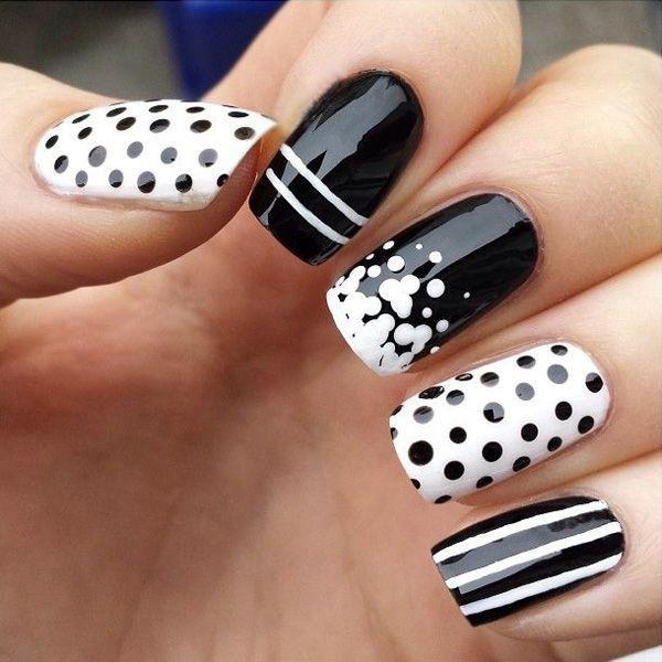 Uñas blanco y negro con puntos
