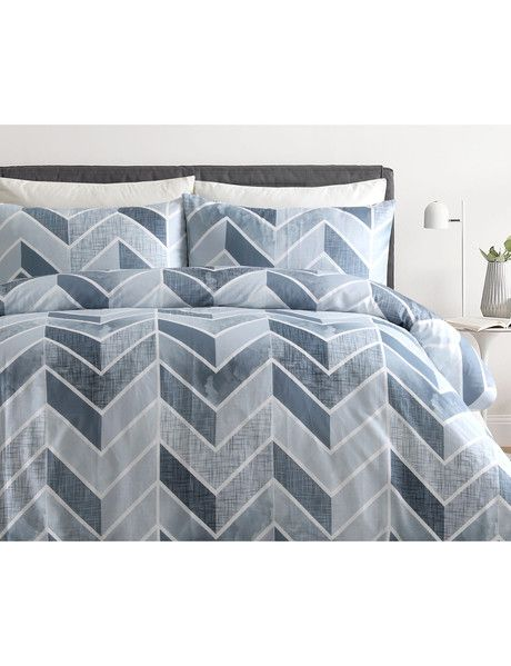 The Amante Linus Duvet Cover Set design features a multi textured chevron pattern in shades of moody greys, which combines a cool and warm look that suits all seasons.