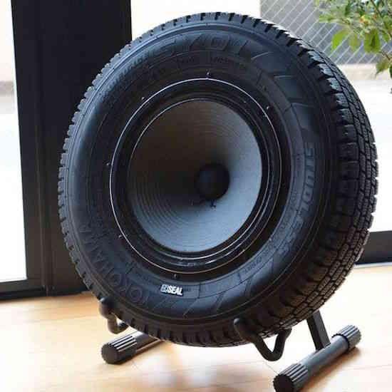 Les pneus usagés sont un vrai casse-tête quand il s'agit de gestion des déchets et de recyclage. Mais heureusement il y a des façons ingénieuses que tout le monde peut utiliser pour les r... Plus