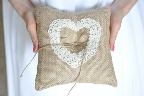 Cuscino di tela da imballaggio anello di NatalysWeddingArt su Etsy
