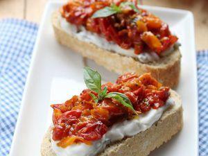 Bruschettas à la Ricotta-Basilic et Compotée de tomates, facile et pas cher