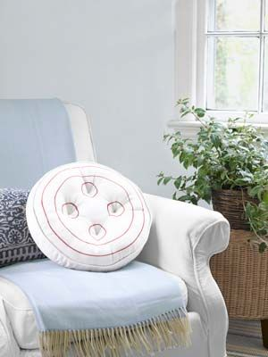 45 Crafty Ideas For Home Decor You Can Make Yourself A Button Craft Rooms And Round Pillow