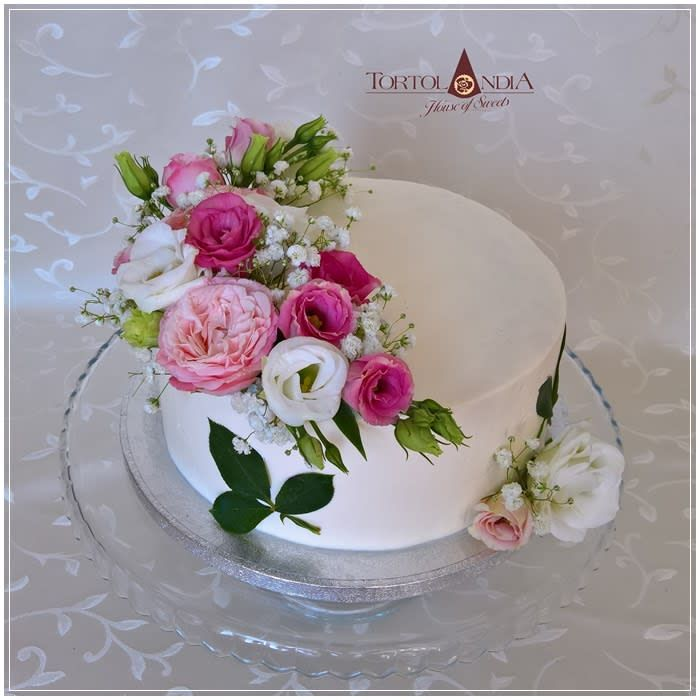 Terrific Birthday Cake Fresh Flowers By Tortolandia Birthday Cakes For Funny Birthday Cards Online Bapapcheapnameinfo