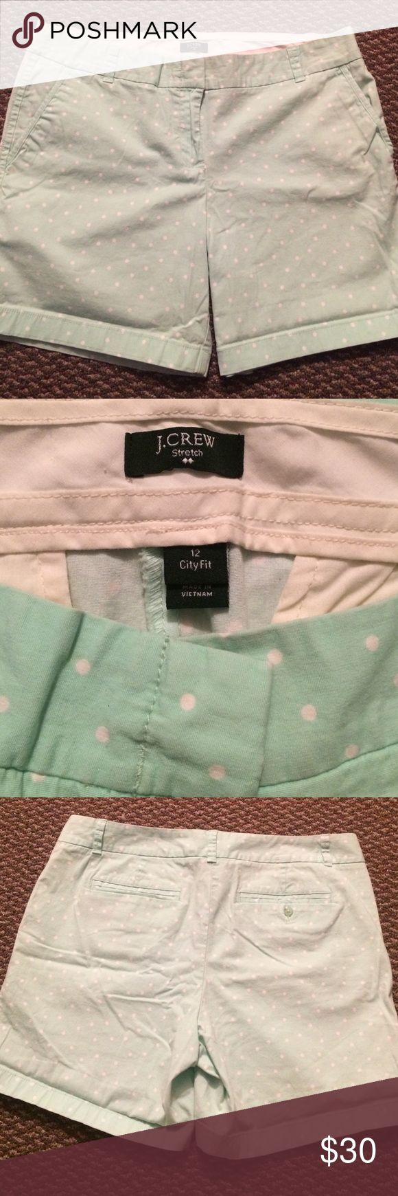 💚Mint green and white polka dot shorts💚 In great EUC! Worn maybe twice, unfortunately they're too big for me now! No stains or rips. J. Crew Shorts