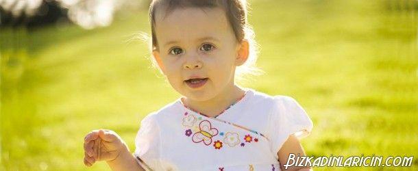 15 Aylık Bebek Beslenmesi Nasıl Olmalı? - http://www.bizkadinlaricin.com/15-aylik-bebek-beslenmesi-nasil-olmali.html  Bilinçli ebeveynler çocuklarının sağlıklı bir şekilde büyümeleri için onların beslenmelerine çok dikkat ederler. 15 aylık bebek beslenmesi nasıl olmalı?makalemizde bu aylardaki bebeğe neler verilebilir, bu dönemde bebekler neler yer? konusuna yer verdik. Bebeğe inek sütü ne zaman verilir? Alerjiye neden olabileceğinden 1 yaşından �