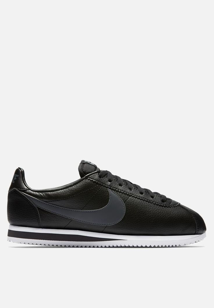 Durable and comfortable, but not at the expense of style, the Classic Cortez sneaker is a beloved throwback. It features a leather midsole for lightweight cushioning along with a leather upper. Pair these kicks with fitted jeans and an oversized tee for a casual look.