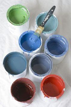 krijtverf zelf maken - 3 delen verf op waterbasis mengen met 1 deel gips of puur cement (zonder mortel)