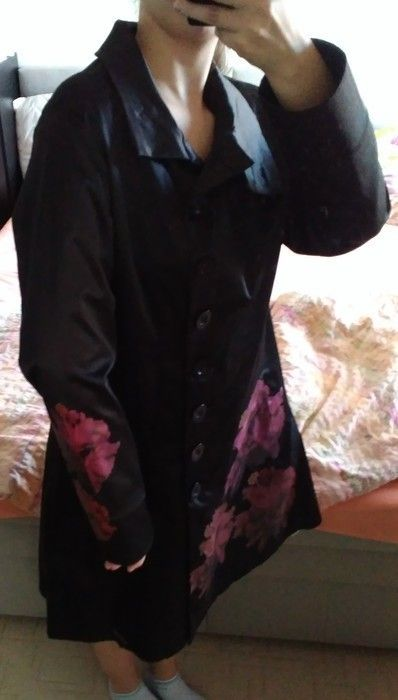 Kabát jsem koupila tady, bohužel mi není, což je očividné i z fotek. Rozměry jsou:  celková délka: 98cm  Přes prsa 54cm  r...