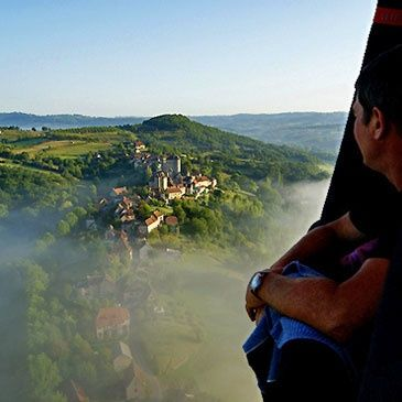 Vol en montgolfière Brive la Gaillarde Limousin Corrèze 19 - http://www.sport-decouverte.com/ #YesYouAre #Limousin You won't get a better view of one of the prettiest areas in Europe than by hot air balloon. Give it a go!