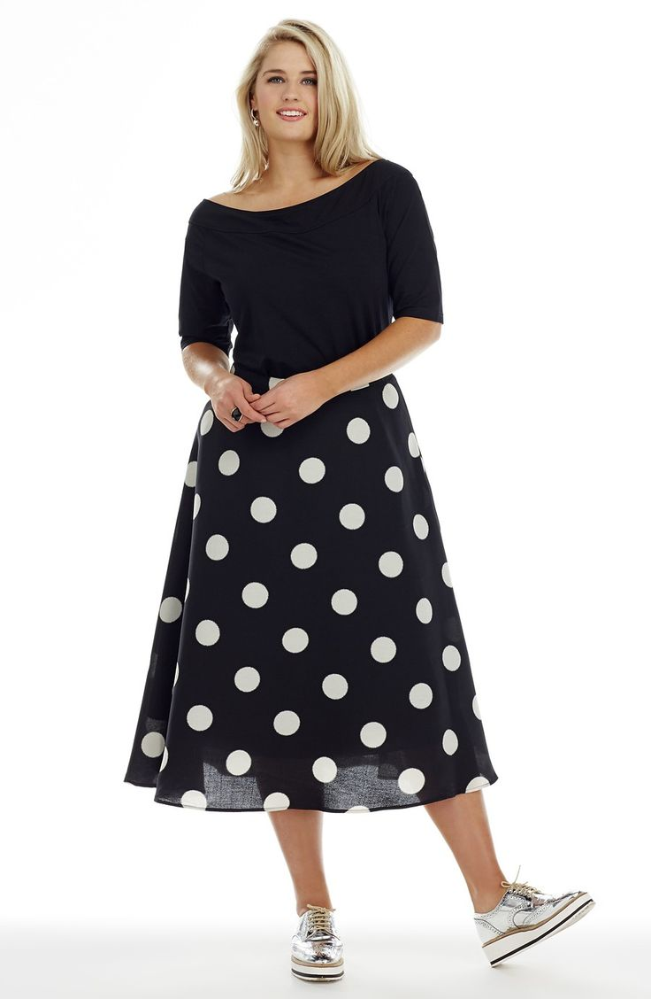 Wide spotted Skirt - black/white - Style No: SK8077 Summer is all about fun! This wide skirt has a thin self fabric waistband that fastens at the back with an invisible zip. The length of this skirt from the top of the waist band to hemline is 80 cm. #dreamdiva #dreamdivafles #fashion #plussize
