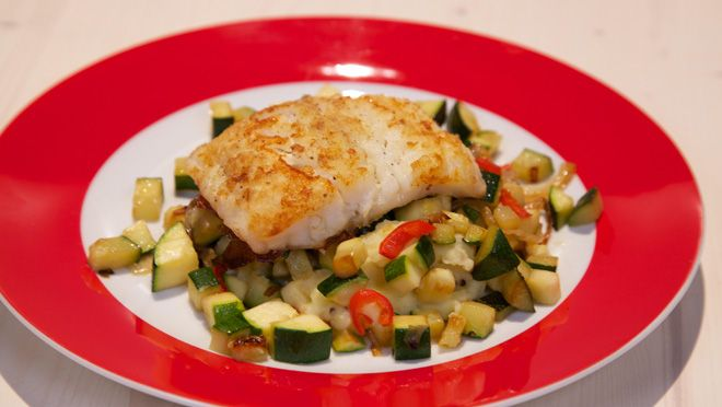beetje zout aan de kook en kook de aardappels, met de deksel op de pan, in circa 15 minuten gaar. Giet de aardappels af en laat ze uitwasemen. ...