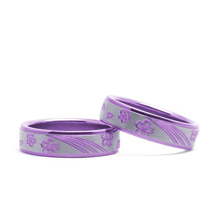 【結婚指輪 ソメイ】人気の桜のデザイン。 中央の流れるラインがポイントのデザイン。素材:Ti(チタン)。