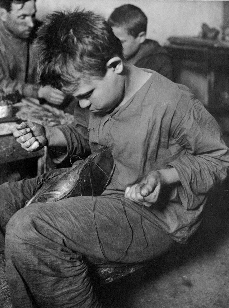 Shoe-repair shop, 1925. Child labor