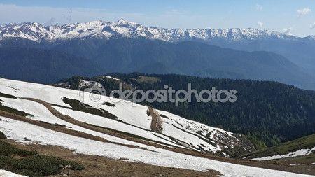 Горы Кавказа, Красная Поляна, снежные вершины и зеленые холмы — Стоковое фото © Lana4ka.SK #80730316