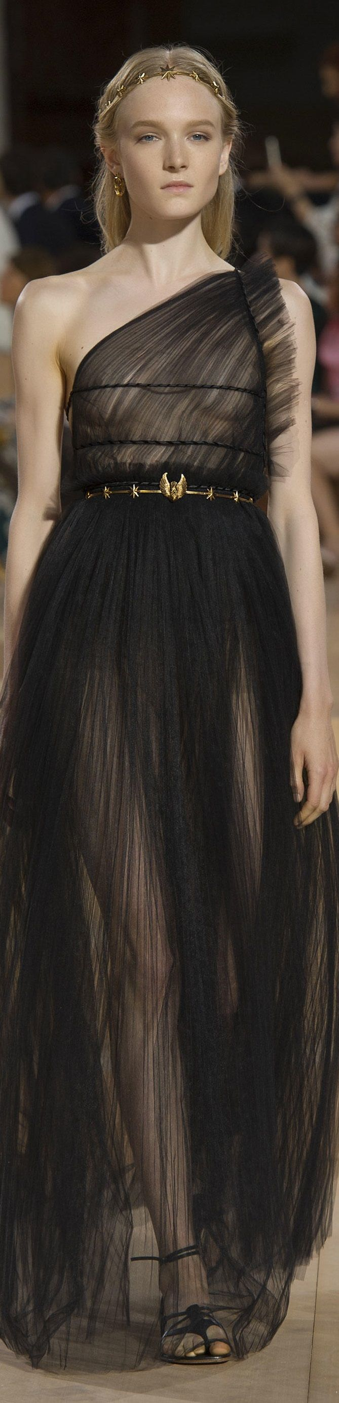 Valentino FW 2015 couture #highfashion #inspiration #moderndesign luxury design, luxury, fashion. Visit www.memoir.pt