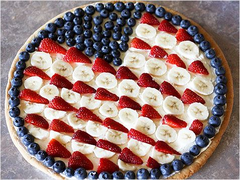 Flag Fruit Pizza: Brush a glaze over the fruit, and then arrange strawberries, bananas, and blueberries into a version of the Stars and Stripes.  http://www.ivillage.com/top-10-patriotic-desserts/3-a-539940
