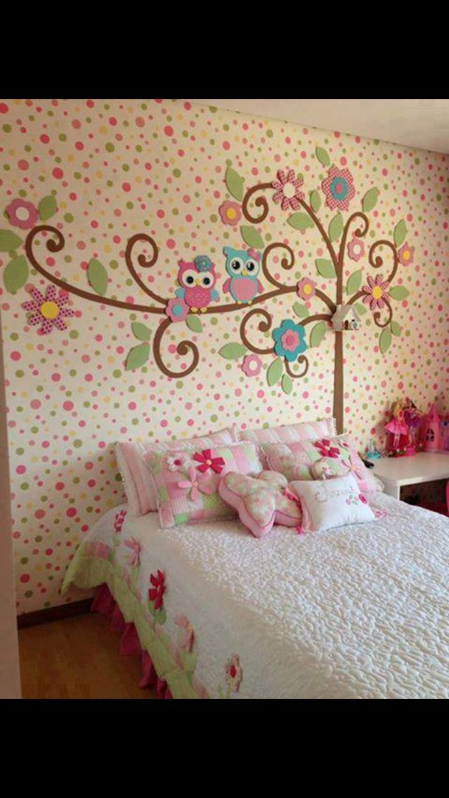 Owl bedroom... Love the Owls and the tree... but not crazy about the wall with all those dots....