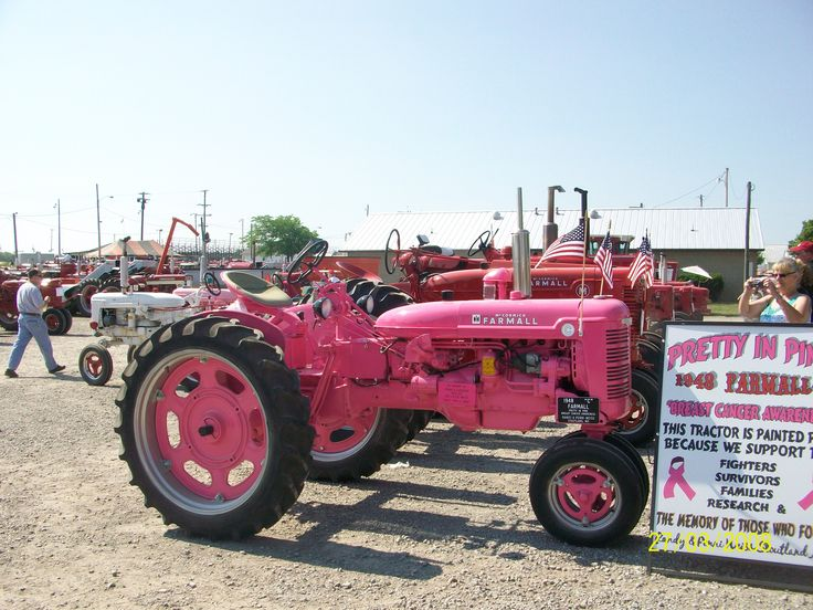 1948 Farmall pretty in pink.