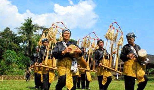 10 Suku yang Paling Terkenal di Indonesia #SeninBerbudaya - Sumber Gambar www.suarawajarfm.com