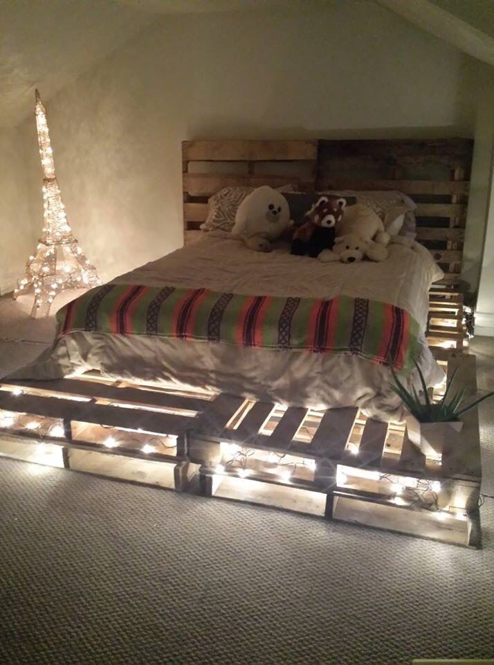 love this diy pallet board bed frame and headboard idea use 10 pallet boards total for queen size mattress 8 on bottom and 2 as headboard