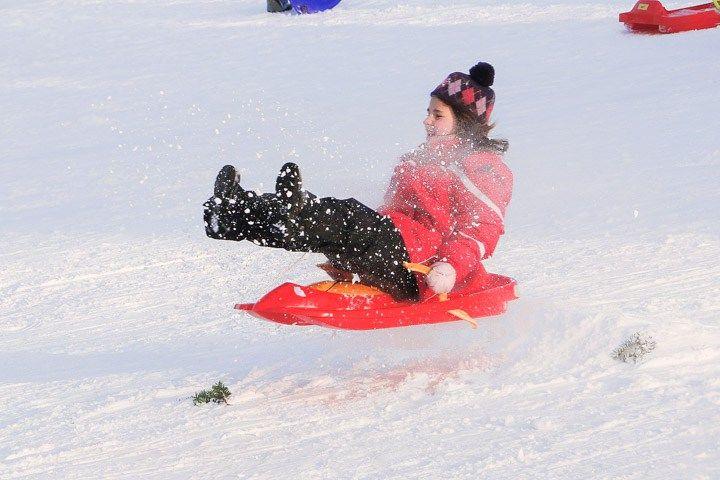 De todos as atividades de inverno, tobogganing é a mais fácil e barata. Nesse post eu falo dos melhores lugares para escorregar na neve em Toronto e região.