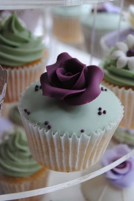 Elegant Rose Cupcake - TOO pretty to eat?  Nah.  But very pretty!
