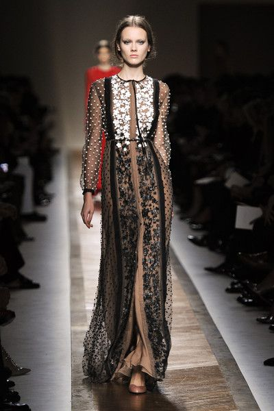 Valentino at Paris Fashion Week Spring 2011 - Runway Photos