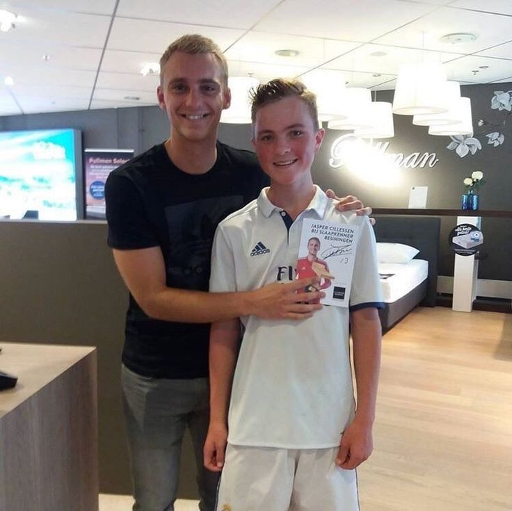 Barcelona goalkeeper Jasper Cillessen prevented a potential PR gaffe as he posed for a picture with one Real Madrid fan at a promotional event