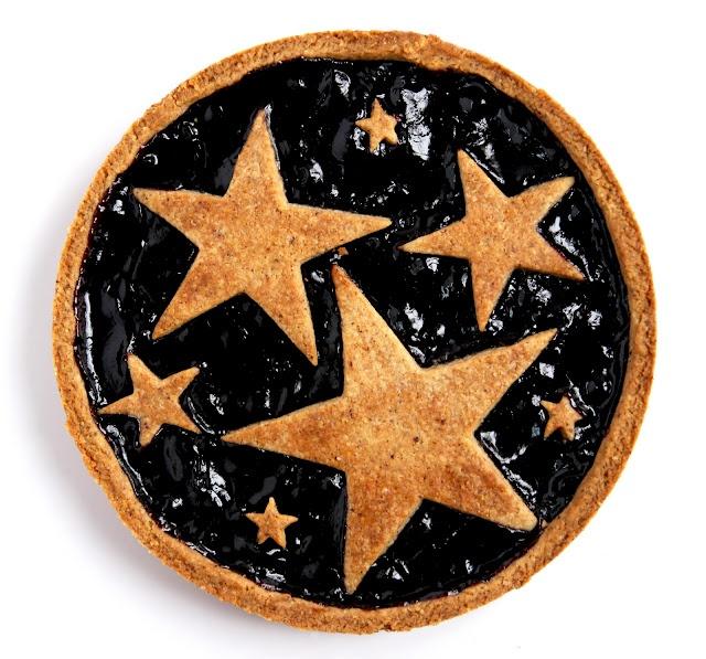Belle idée que celle des étoiles sur une tarte confiture ou choco !