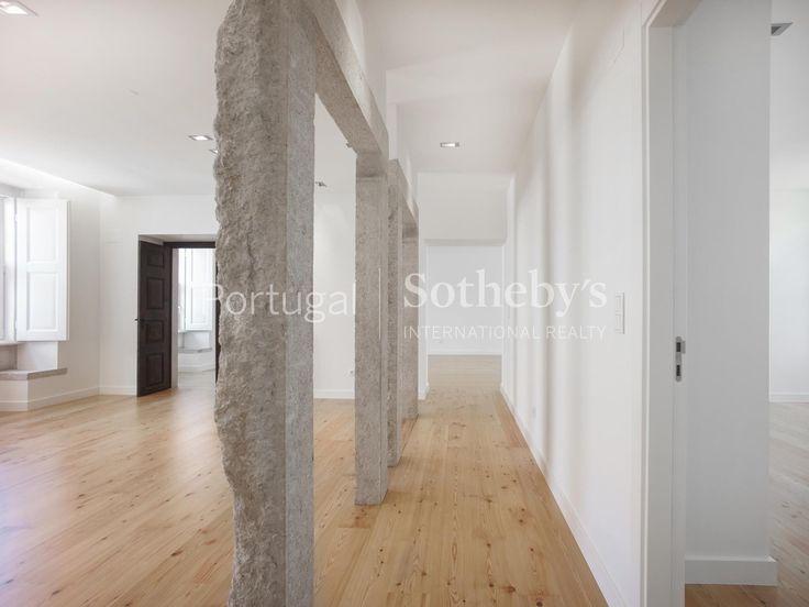 Apartamento++de+Luxo+5+quartos+/+Lisboa,+Lumiar+-+Excelente+apartamento+de+luxo+localizado+no+Paço+do+Lumiar+junto+ao+Museu+do+Traje,+com+5+quartos,+5+casas+de+banho+e+um+sótão. Com+um+jardim+de+charme+e+piscina,+com+garagem+para+2+carros+. Imóvel+recuperado+para+quem+quer+viver+em+Lisboa+e+gosta+de+estar+num+ambiente+calmo+e+tranquilo.