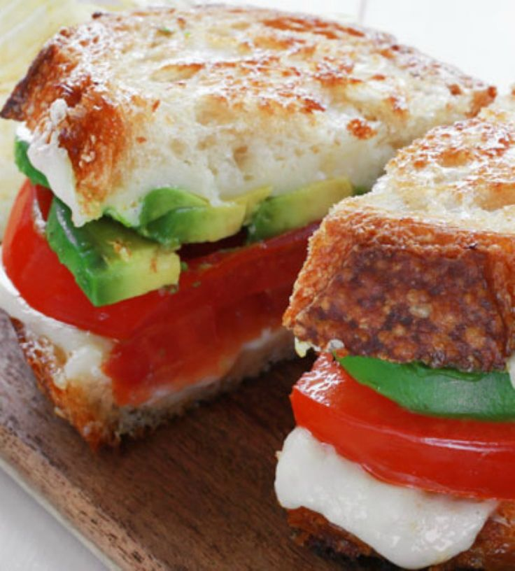 This avocado grilled cheese sandwich recipe has a creamy texture that is so divine it will become a newfound favorite! It's melt-in-your-mouth delicious! - Everyday Dishes & DIY