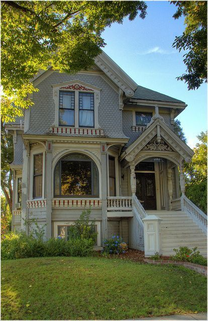 Love this, makes me feel like it's the turn of the century. Wish they still mae these beautiful olf houses.: