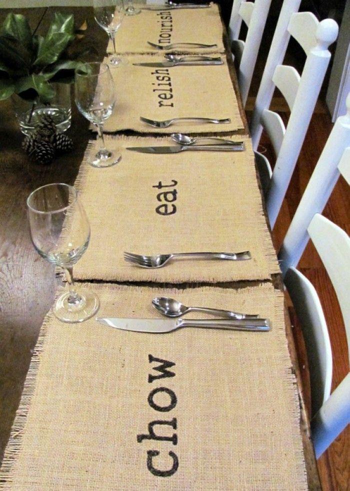 Simpel maar mooi, placemats van jute. Ook leuk om een tafelloper te maken.