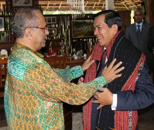 Ramos Horta gives a tais to the Myanmar's Foreign Minister, U Nyan Win.