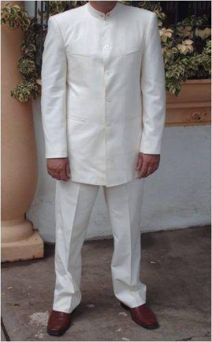Liqui Liqui, traje típico del hombre venezolano, también existe la versión femenina.