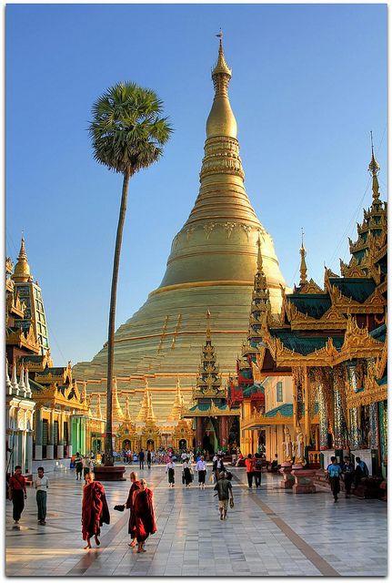 Shwedagon Pagoda, Yangon, Burma. the world of Seuss is real!!!