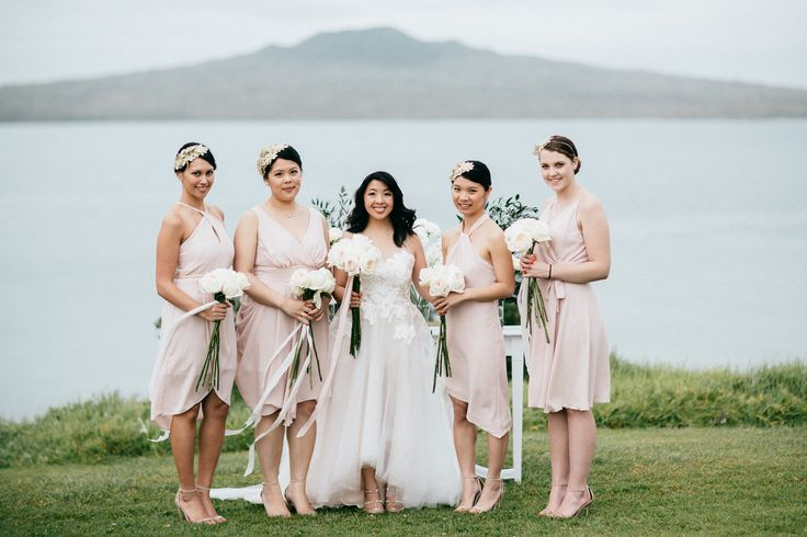 Linda's bridesmaids are all wearing Natalie Chan golden lace guipure headpieces.