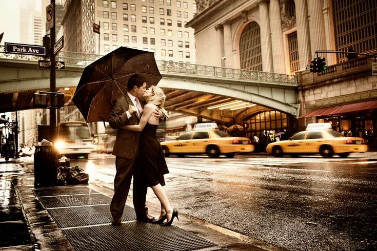 kissing <3: A Kiss, New York Cities, Engagement Photos, New Yorker, Cities Street, Valentines Day, Engagement Shots, Engagement Pics, The Cities