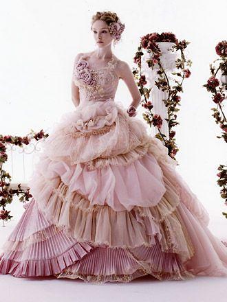 Stella de libero(ステラ・デ・リベロ) | ブライダルコスチュームみつもと(三重県四日市)|ウェディングドレスレンタル、Stella de libero(ステラ・デ・リベロ)など豊富なラインナップのウェディングドレス、カクテルドレスをご紹介します。