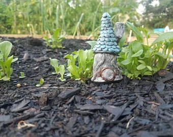 Pequeña escultura de casa gnome o hadas