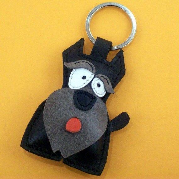 Un joli petit chien Schnauzer noire cuir animal porte-clé