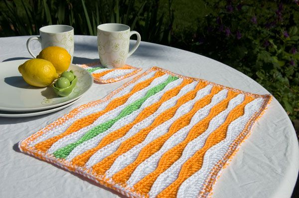 Summer-Waves-Placemat-and-Coaster Patterns @mooglyblog.com  If I change the color scheme, it could make a great Halloween set of placemats for next year
