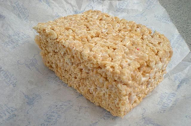 """""""Recovery Rice Crispies"""" - 1 1/2 cups of Krispies, 1 1/2 tbsp honey, 2 tbsp RF butter, 1/2 cup oatmeal, 1/2 tsp. vanilla extract, 2 scoops vanilla protein powder: Baking Pan, Cups, Rice Crispy, Vanilla Extract, Krispie Treats, Ovens, Rice Krispie, Protein Powder Recipes, Bowls"""
