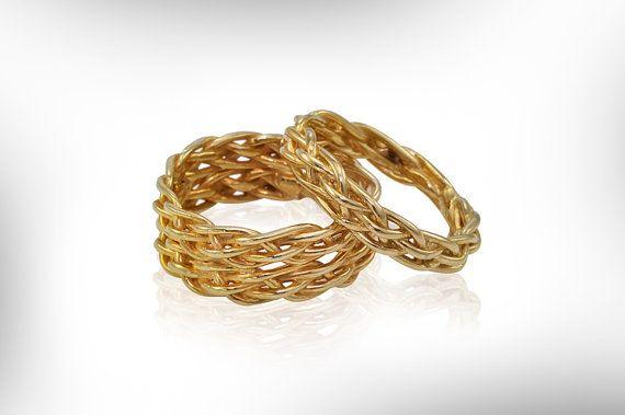 Questo è uno dei miei suo e suo  collezioni di anelli di nozze.    Set di anelli di nozze per uomo e donna. 14 anelli oro k sono progettati in