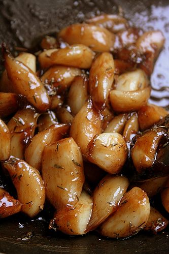 caramelized garlic cloves in balsamic vinegar