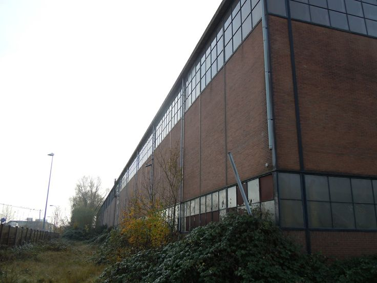 Tractieweg 50 Utrecht - vm Werkspoor hal machinale ijzerbewerking, delen van de hal zijn uit 1915, maar de grote opbouw van de hal is in 1964 vernieuwd. Tot voor kort was de 175 meter lange hal in dienst voor de metaalnijverheid. De gemeente Utrecht verkocht het begin 2014 aan ondernemers. Hun doel is het realiseren van een bedrijvencentrum voor creatieven.