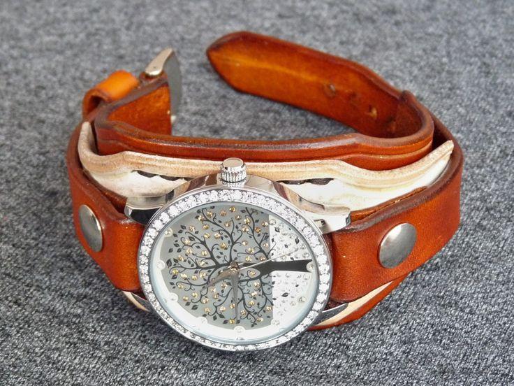 Dámské+hodinky+hnedá+/+bílá+kůže+Náramok+je+vyrobený+z+pravej+kože+(+zákazková+výroba+)+Farba:+hnedá/+bílá+Šírka:+4+cm+Dĺžka:+podľa+želania+Hodinky:+SKONE+(+quartz+)+vodeodolné+na+bežné+použitie+(+nie+sprchovanie+a+pod.+)+Remienok+je+ručne+prišitý+takže+sa+pohodlne+nosí+aj+na+malej+ruke.+Všetko+je+šité+ručne,+hrany+kože+sú+vyhladené+tak+aby+sa+hodinky...